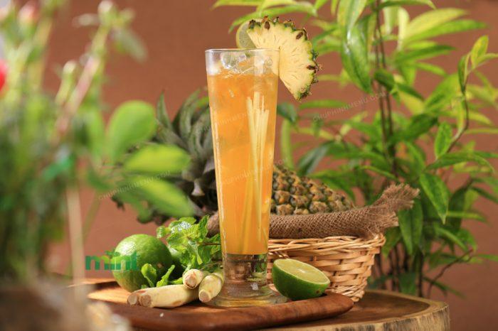 Chụp hình sinh tố trái cây nhiệt đới
