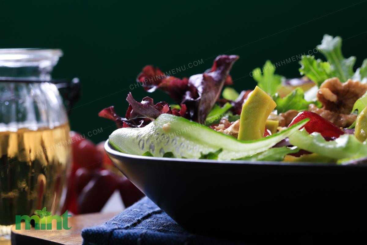 Salad là món dễ ăn, ai thích gì trộn đó nha!