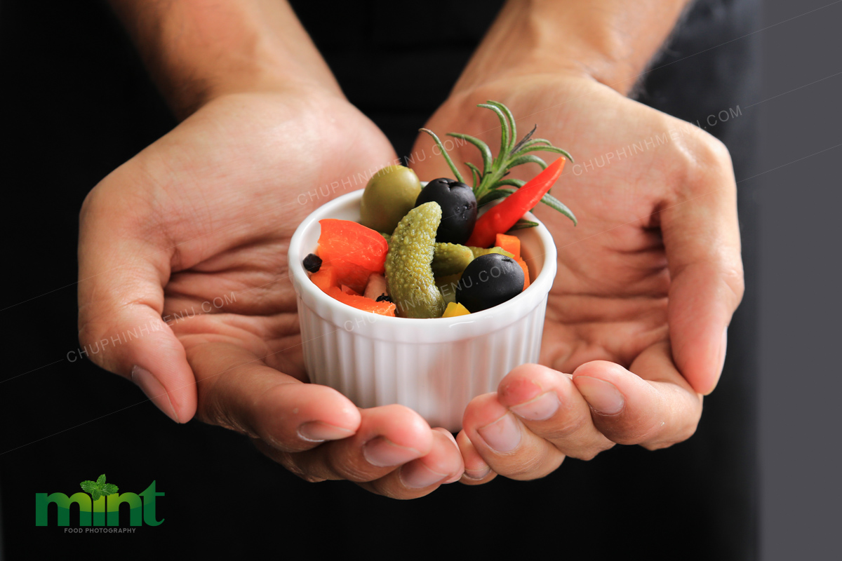 Thợ chụp hình món ăn - Người yêu cả ẩm thực lẫn nhiếp ảnh